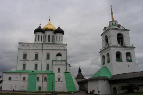 Троицкий собор и колокольня, крыша Часовой башни, трасса М20