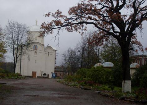 Успенский собор в Свято-Успенском девичем монастыре, достопримечательности трассы М18