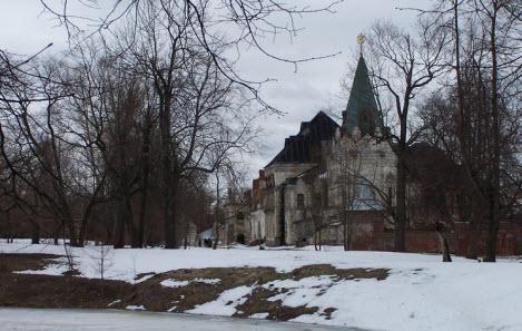 Вид на-трапезную-палату-и-башню-трапезной палаты Феодоровский городок достопримечательности трассы М10