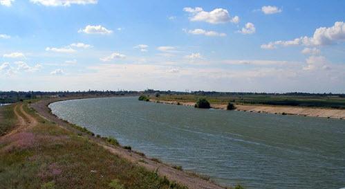 Вид страссы М18 на Северокрымский канал, возле Джанкоя