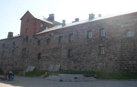 Главный корпус выборского замка, трасса М10