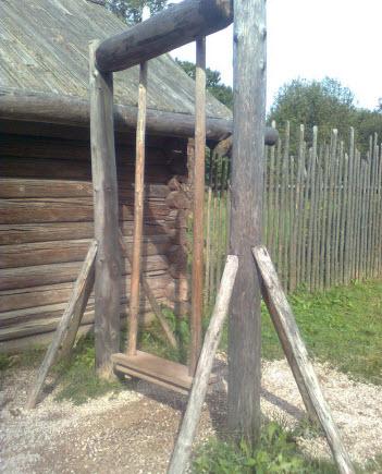 Деревянная качелька, Витославицы, трасса М10