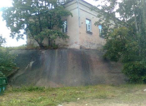 Дом на целом куске гранита, Выборг, трасса М10
