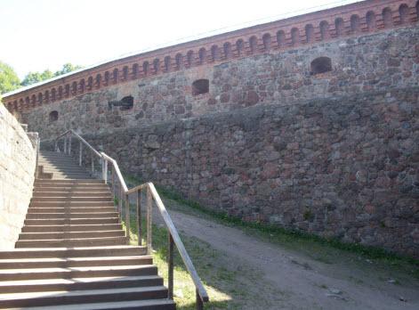 Лестница на трибуны и вид на крепостную стену, Выборг, трасса М10