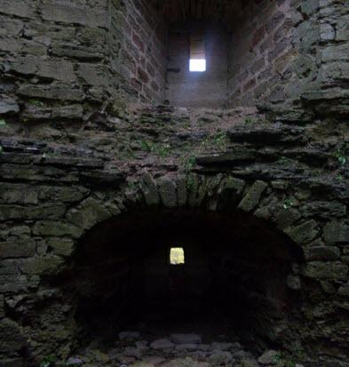 Наугольная башня изнутри, Копорская крепость, достопримечательности трассы М11