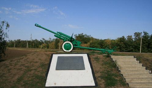 Пушка, памятник героям на трассе Р269