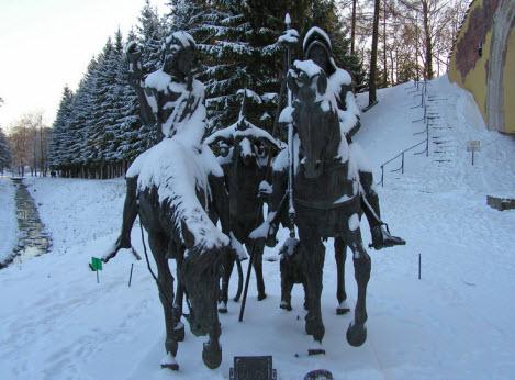 Скульптура Рыцарь, смерть и дьявол, пушкин, трасса М10