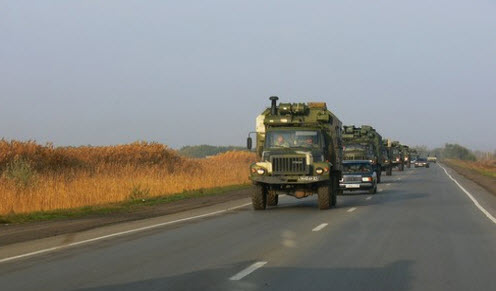 Трасса М21, колонна военных грузовиков в районе Прудбоя