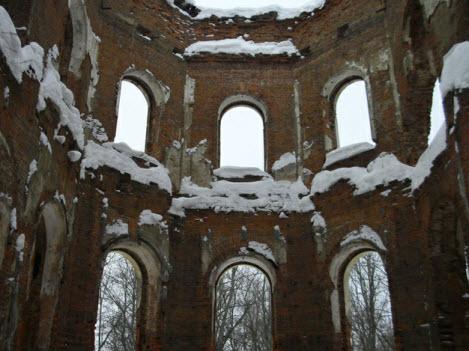 Центральный зал дворца Потемкиных в Гостилицах, вид изнутри, трасса м11