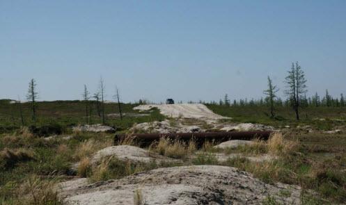Грунтовка в тундре, дорога по тундре
