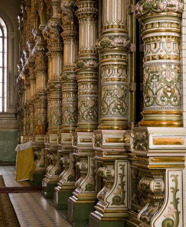Колонны из фарфора, иконостас Михаило-Архангельского храма, трасса Р193