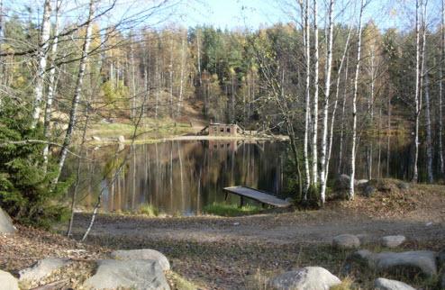 Озеро Изумрудное с деревянной композицией Кораблик-Надежда, Токсово