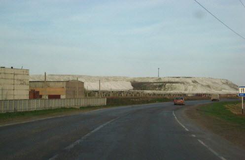 Трасса Р226, горы минеральных удобрений возле Балаково
