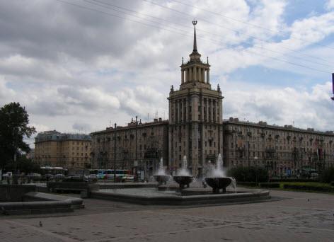 Достопримечательности Петербурга, возле Московского парка Победы