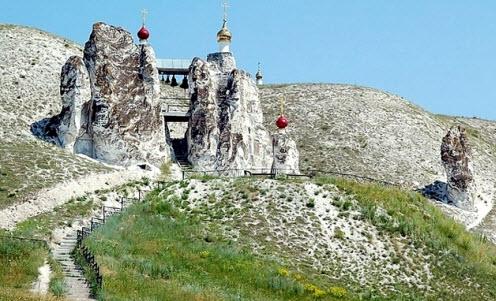 Достопримечательности трассы М4, Костомаровский Спасский монастырь