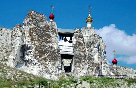 Трасса М4, Костомаровский Спасский монастырь