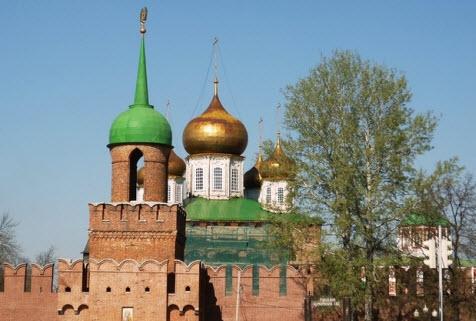 Башня Одоевских ворот, купола Успенского собора тульского кремля