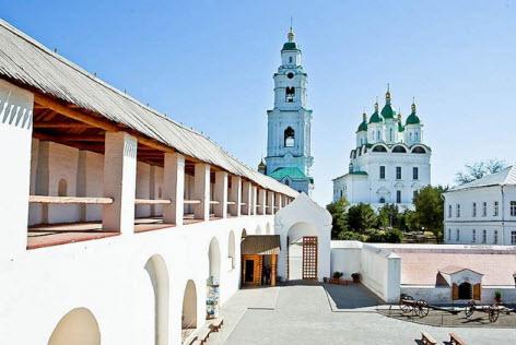 Вид на боевой ход, Соборную колокольню и Успенский кафедральный собор