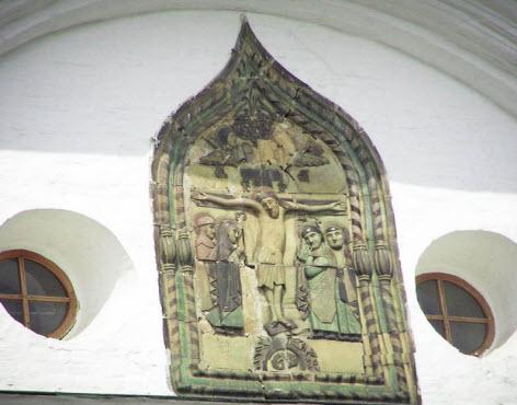 Израсцовый барельеф Успенского собора, трасса А104