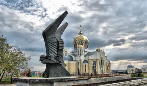 Ильинский храм и памятник героям гражданской войны в Россошь, трасса Р196