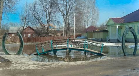 Мост из подков, Дмитров, трасса А104