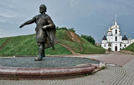 На территории кремля, Дмитров, трасса А104