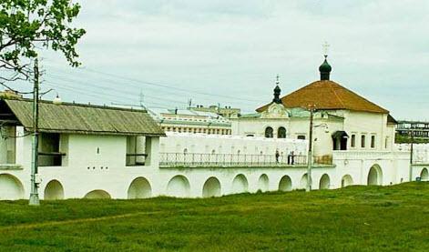 Никольская надвратная церковь и Троицкий собор