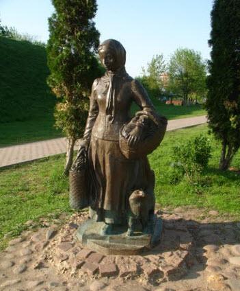 Памятник женщине, Дмитров, трасса А104