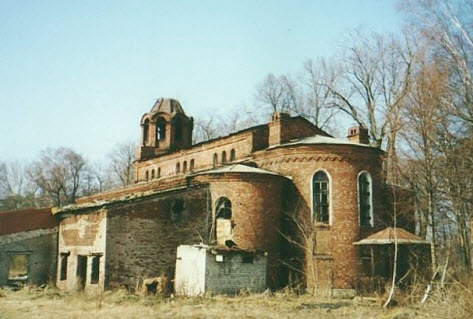 Церковь Троицы Живоначальной на городском кладбище Ораниенбаума
