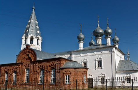 Церковь в селе Елнать, трасса Р81