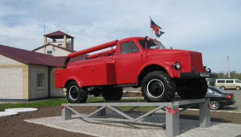 Памятник пожарной машине, Целина, трасса р270