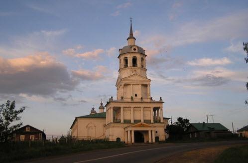 Церковь Троицы Живоначальной, трасса Р-169, Кстинино