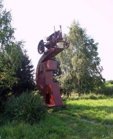 памятник трактору, трасса Р53