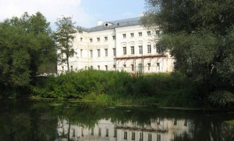 дом Гончаровых, поселок полотняный завод, трасса р93