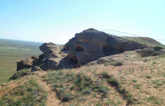 череп каменный