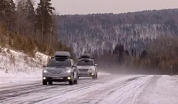 субару на зимней дороге