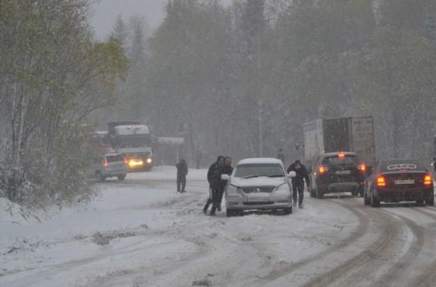 снегопад на трассе енисей