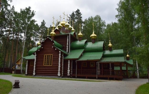 рубленый храм