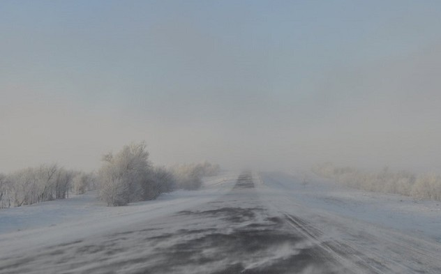 ветер и снег на дорогах оренбуржья