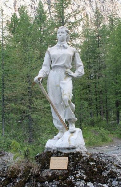 памятник альпинистке Галине Афанасьевой