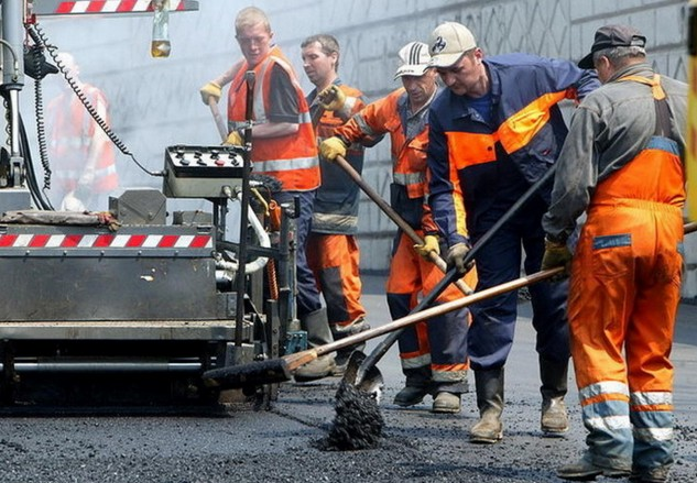 рабочие на трассе м7