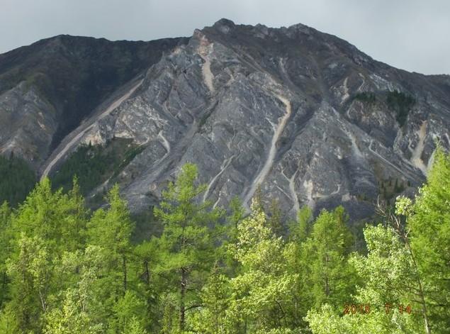 горы в долине иркута