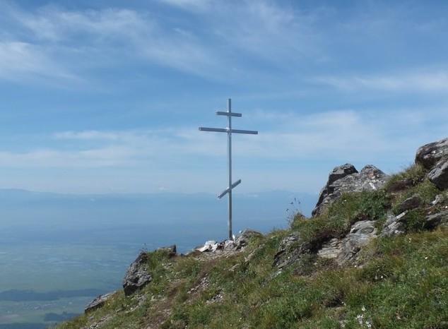 крест на пике любви