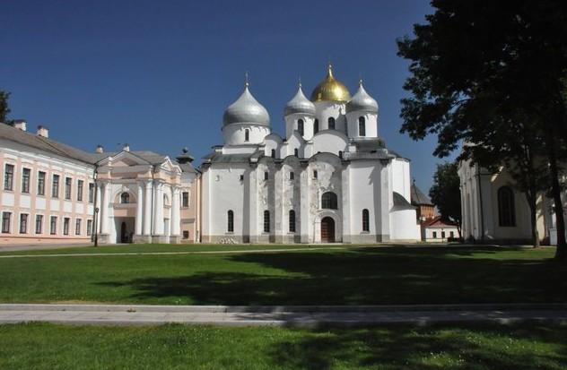 поездка на авто в Новгородский кремль.