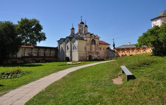красивый Кирилло-Белозерский мужской монастырь