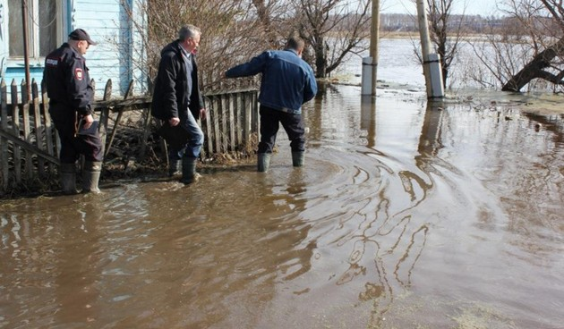 паводок размыл дороги омской области