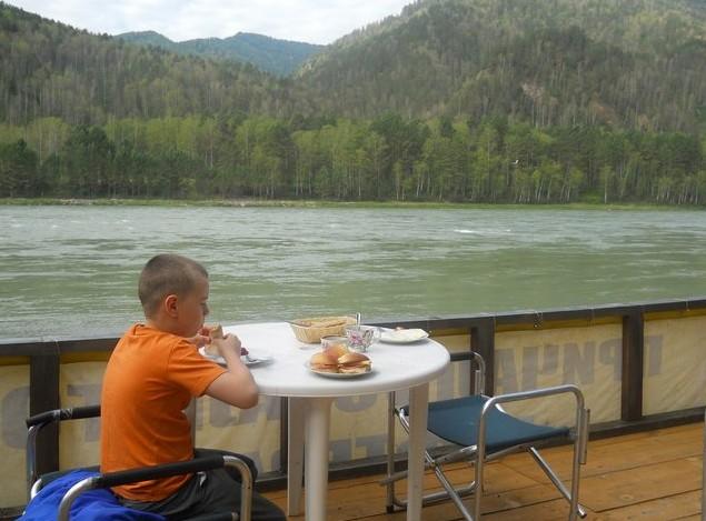 завтрак на берегу катуни