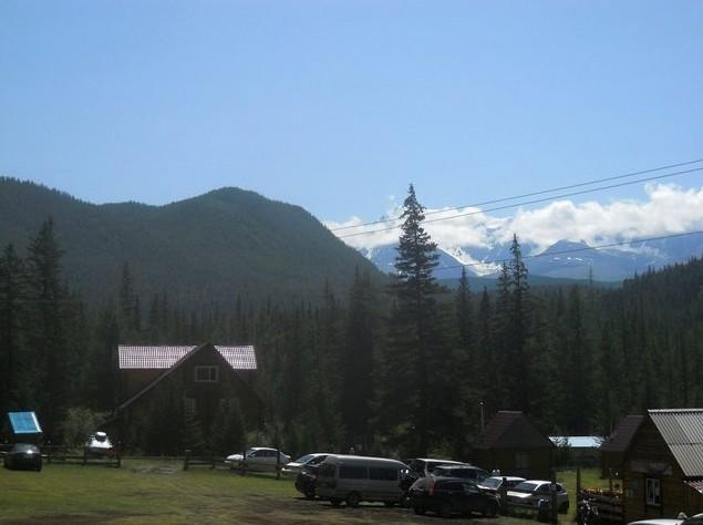 снежные вершины над базой