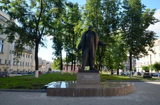 памятник шаляпину киров