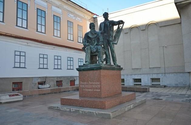 памятник художникам братьям Васнецовым
